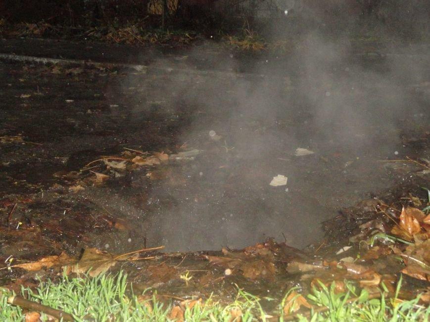 В Жовтневом районе Мариуполя у прохожего из-под ног ушла земля (ФОТОФАКТ), фото-2