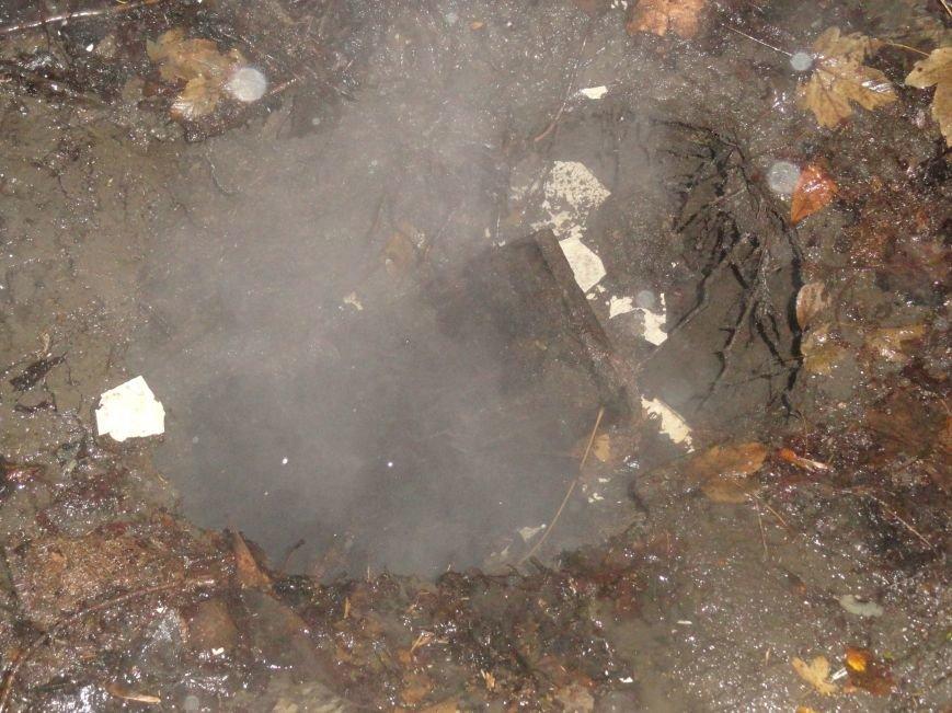 В Жовтневом районе Мариуполя у прохожего из-под ног ушла земля (ФОТОФАКТ), фото-1