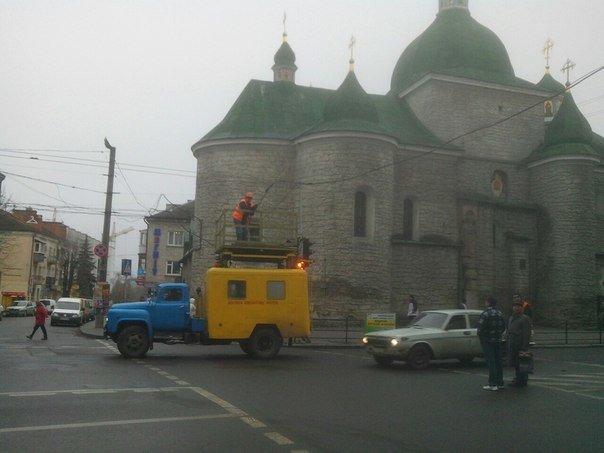 У Тернополі зупинився рух тролейбусів (фото), фото-1