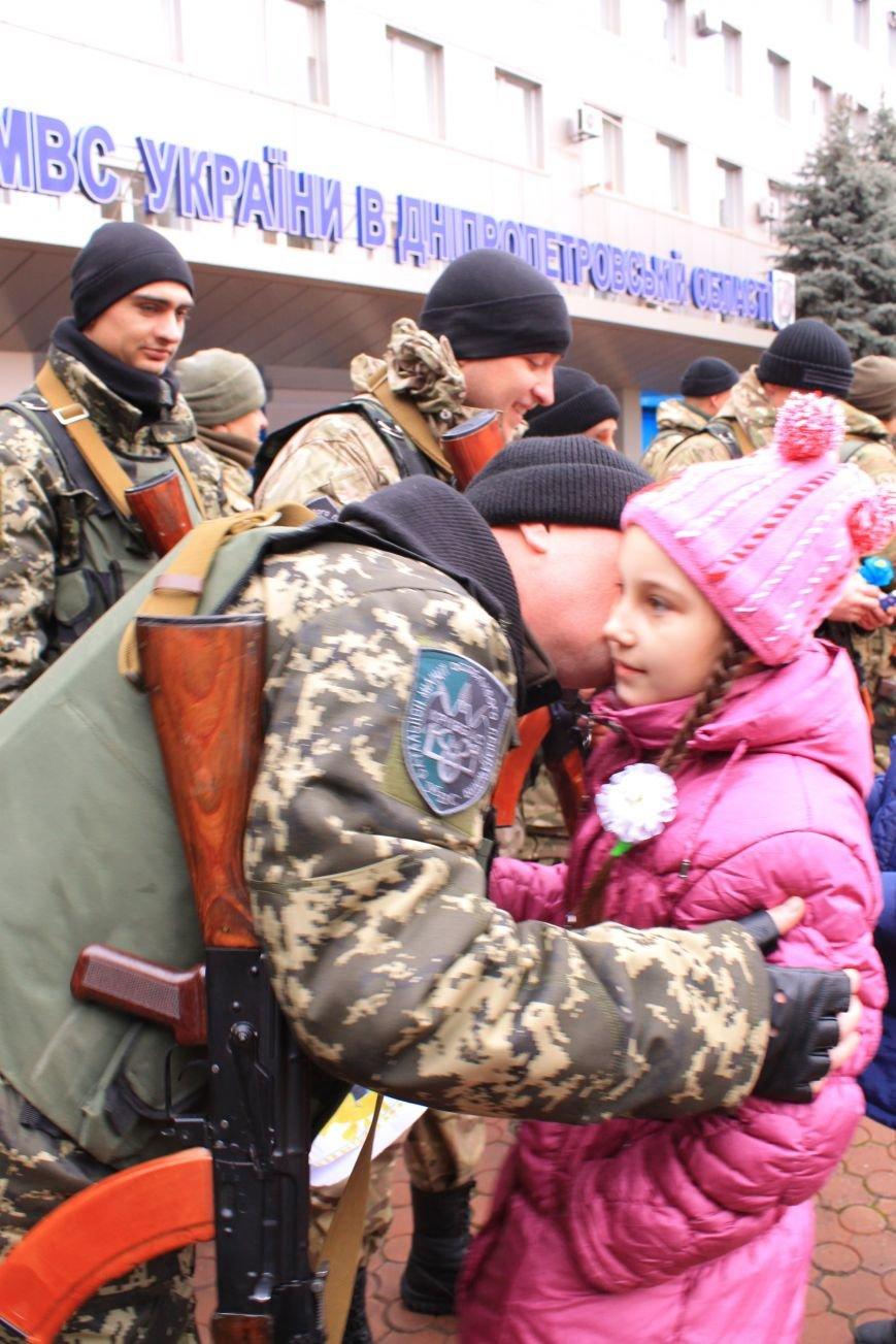 Подразделение спецбатальона «Кривбасс» в зону АТО провожали ученики младших классов (ФОТО), фото-3