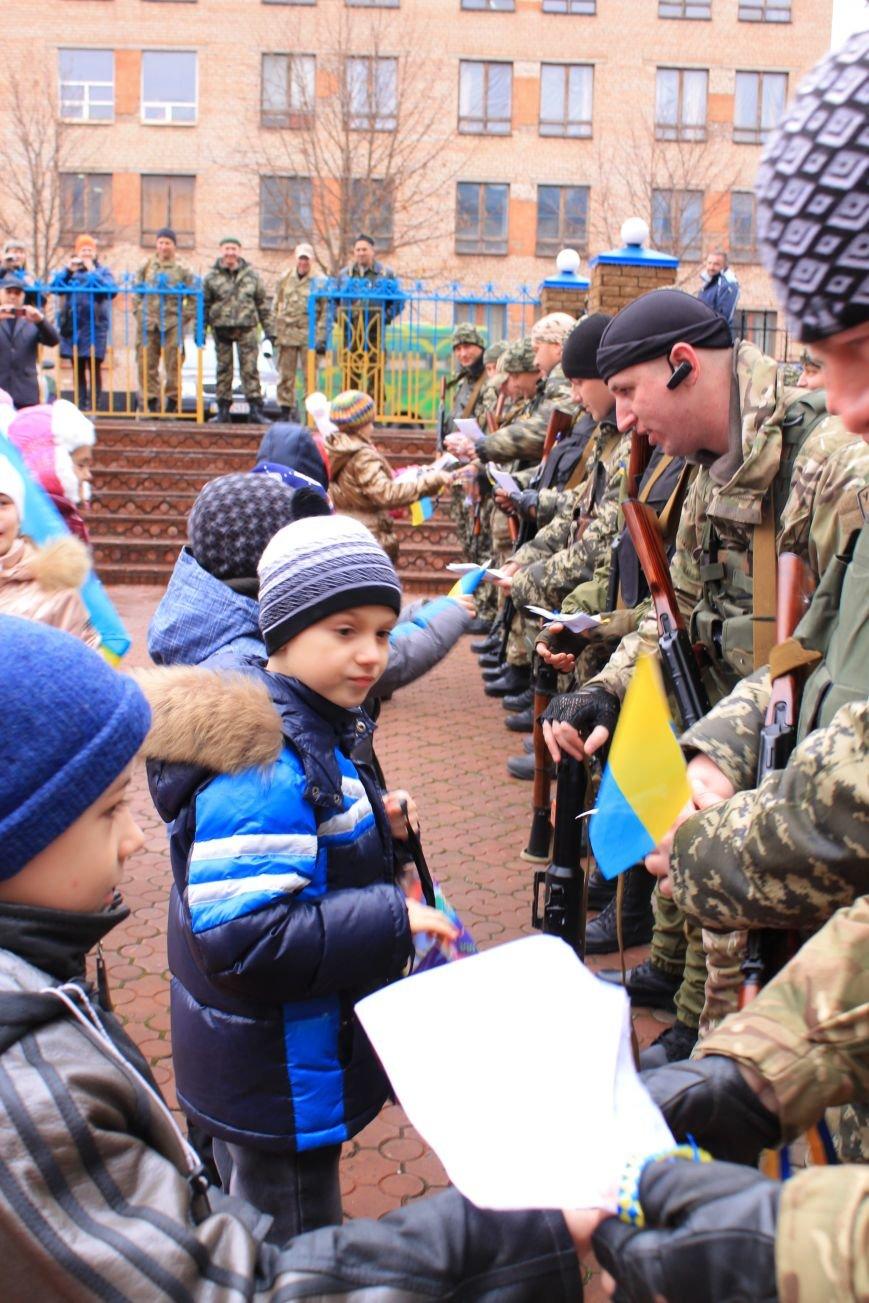 Подразделение спецбатальона «Кривбасс» в зону АТО провожали ученики младших классов (ФОТО), фото-5