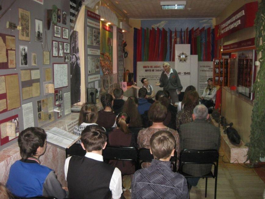 Харин Н.В. в Лабинском музее на встрече с творческой молодежью  СШ 5 (1)