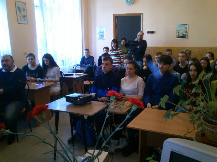 В Днепродзержинске студенты встретились с участниками Революции Достоинства 2013-2014 годов, фото-3