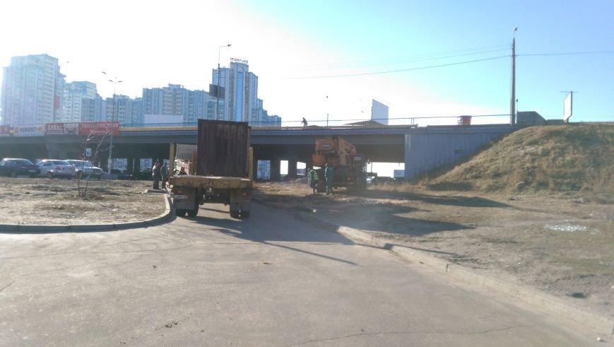 На Осокорках убрали остатки забора и строительную технику (ФОТО) (фото) - фото 1