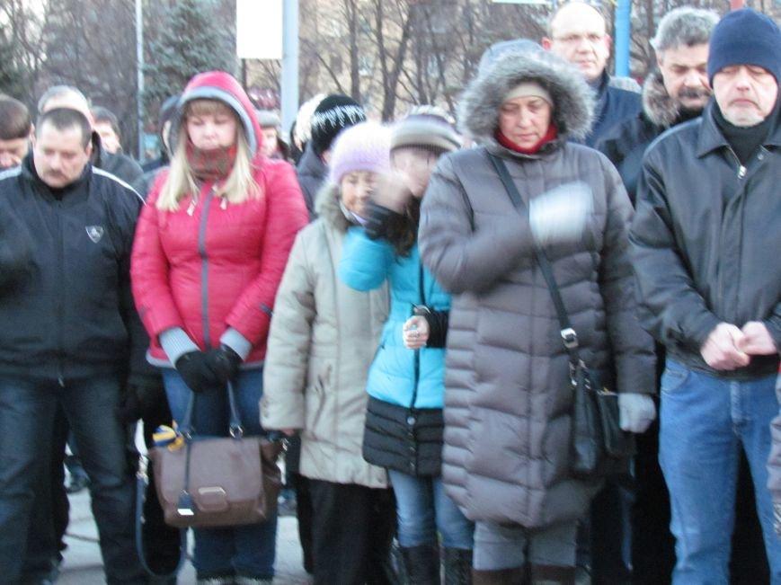 В Мариуполе на площади павшего Ленина зажгли герб Украины (ФОТОРЕПОРТАЖ+ВИДЕО), фото-23
