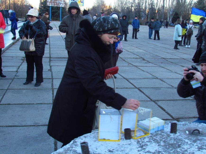 В Мариуполе на площади павшего Ленина зажгли герб Украины (ФОТОРЕПОРТАЖ+ВИДЕО), фото-5