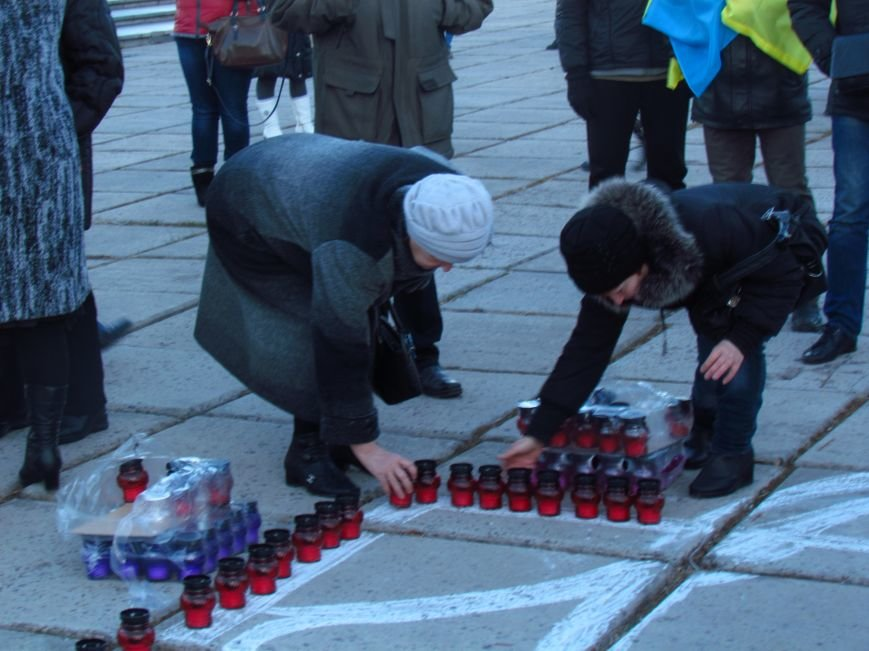 В Мариуполе на площади павшего Ленина зажгли герб Украины (ФОТОРЕПОРТАЖ+ВИДЕО), фото-7