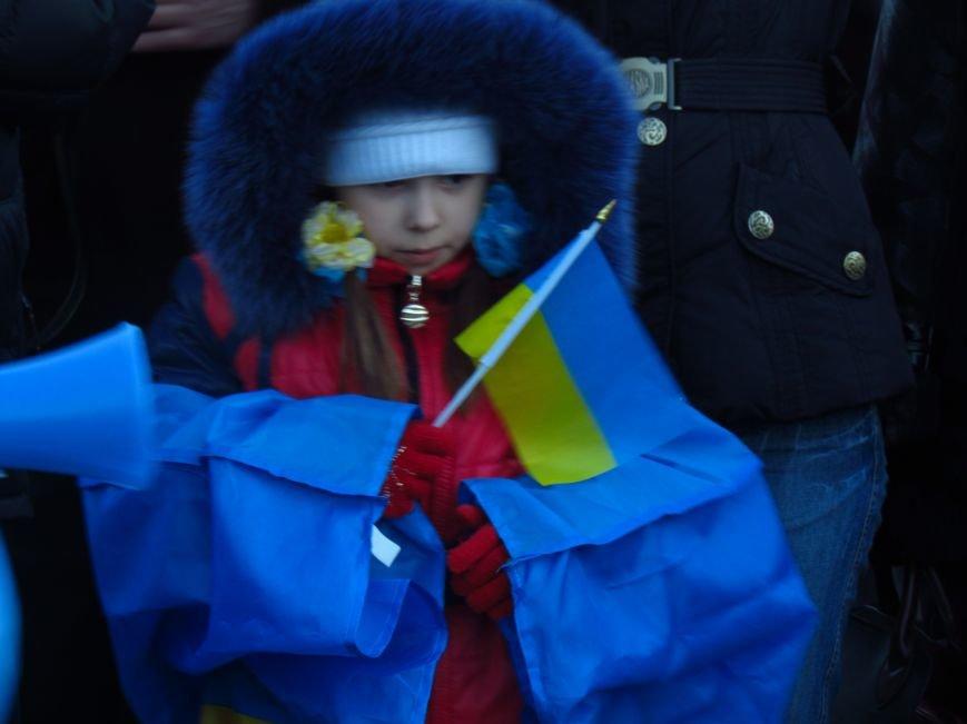 В Мариуполе на площади павшего Ленина зажгли герб Украины (ФОТОРЕПОРТАЖ+ВИДЕО), фото-14