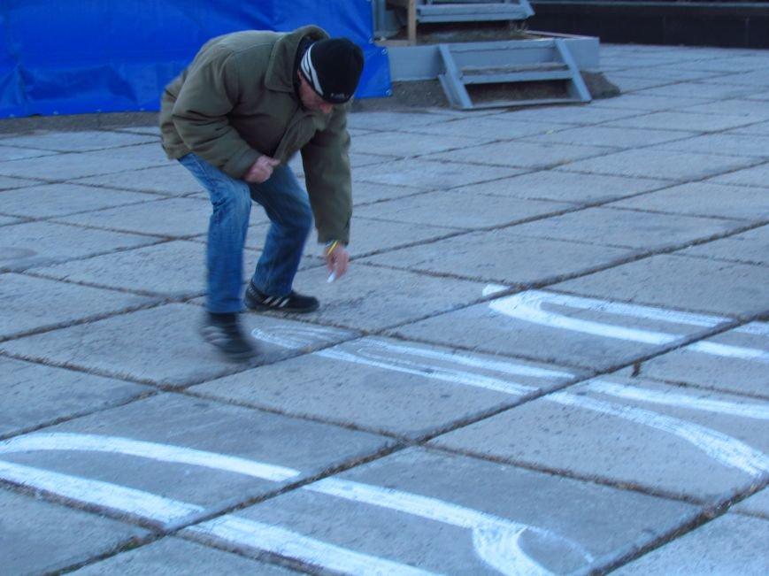 В Мариуполе на площади павшего Ленина зажгли герб Украины (ФОТОРЕПОРТАЖ+ВИДЕО), фото-1