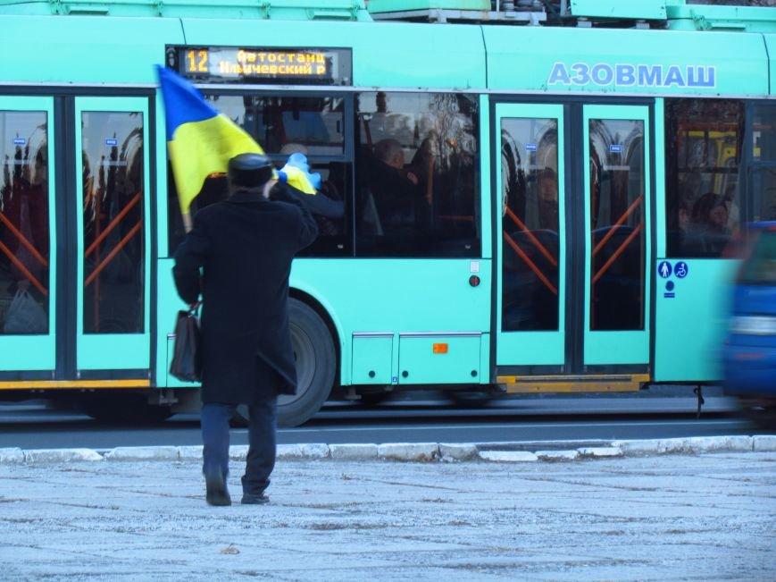 В Мариуполе на площади павшего Ленина зажгли герб Украины (ФОТОРЕПОРТАЖ+ВИДЕО), фото-2