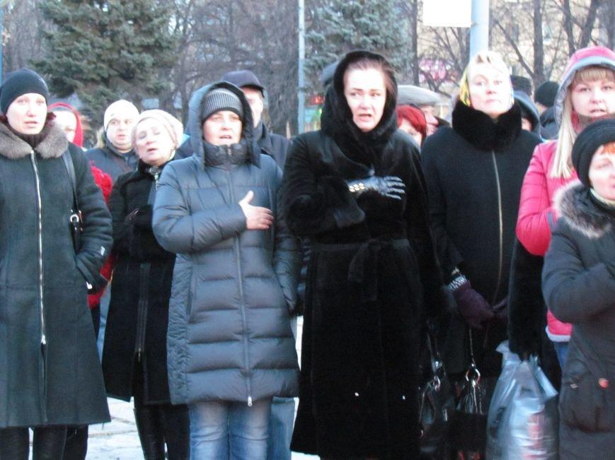 В Мариуполе на площади павшего Ленина зажгли герб Украины (ФОТОРЕПОРТАЖ+ВИДЕО), фото-28