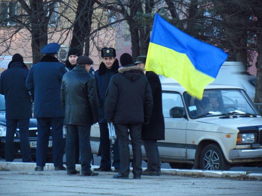 В Мариуполе на площади павшего Ленина зажгли герб Украины (ФОТОРЕПОРТАЖ+ВИДЕО), фото-4