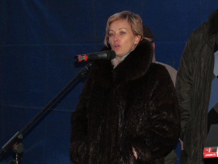 В Мариуполе на площади павшего Ленина зажгли герб Украины (ФОТОРЕПОРТАЖ+ВИДЕО), фото-27