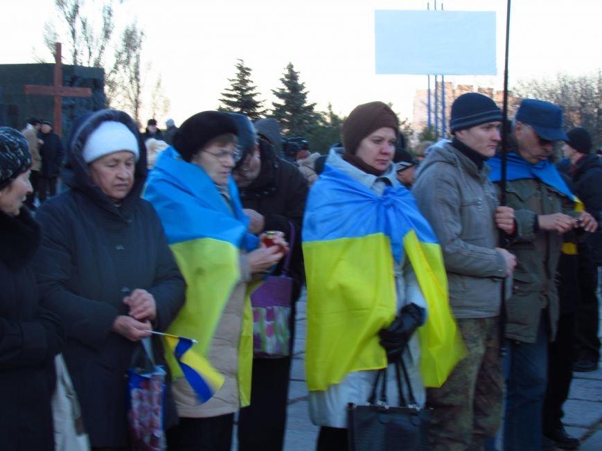 В Мариуполе на площади павшего Ленина зажгли герб Украины (ФОТОРЕПОРТАЖ+ВИДЕО), фото-10