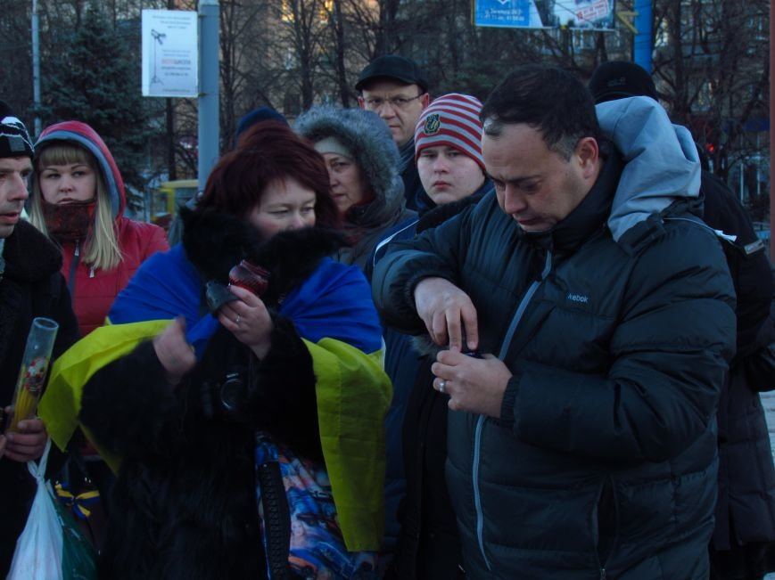 В Мариуполе на площади павшего Ленина зажгли герб Украины (ФОТОРЕПОРТАЖ+ВИДЕО), фото-11