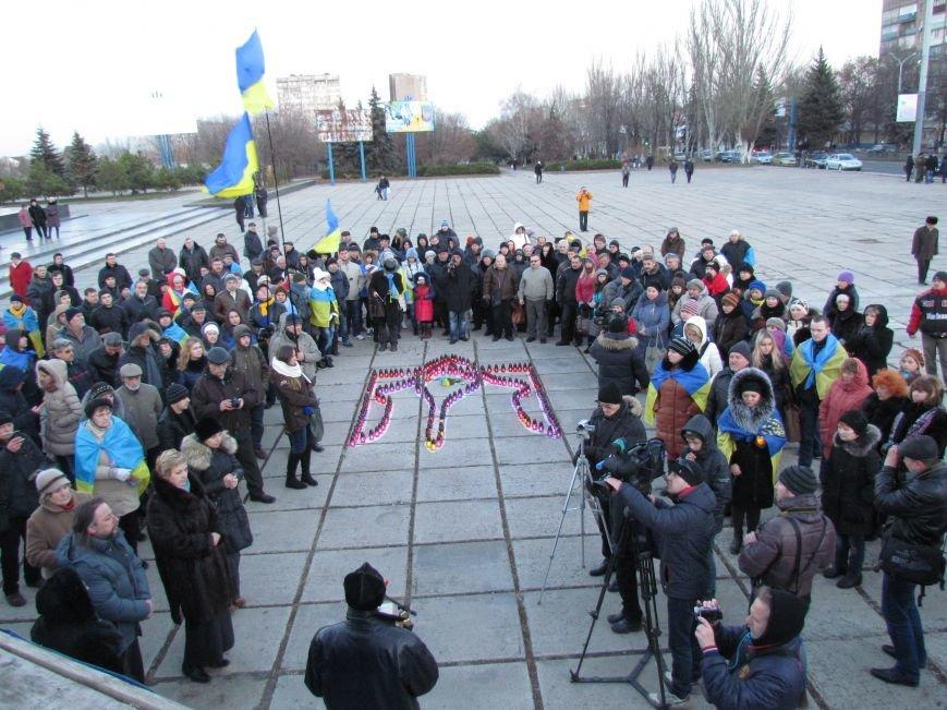 В Мариуполе на площади павшего Ленина зажгли герб Украины (ФОТОРЕПОРТАЖ+ВИДЕО), фото-25