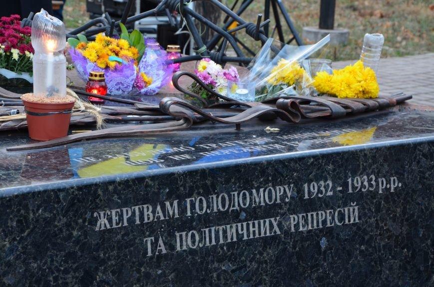 В Мариуполе почтили память жертв голодомора (ФОТОРЕПОРТАЖ+ВИДЕО), фото-17