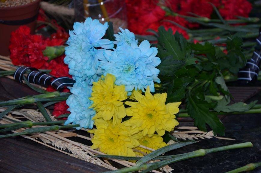 В Мариуполе почтили память жертв голодомора (ФОТОРЕПОРТАЖ+ВИДЕО), фото-39