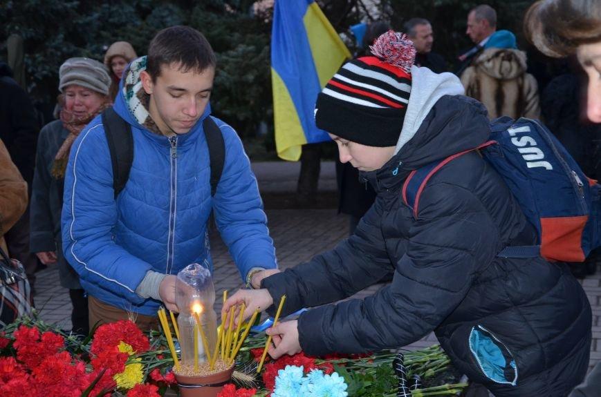 В Мариуполе почтили память жертв голодомора (ФОТОРЕПОРТАЖ+ВИДЕО), фото-37