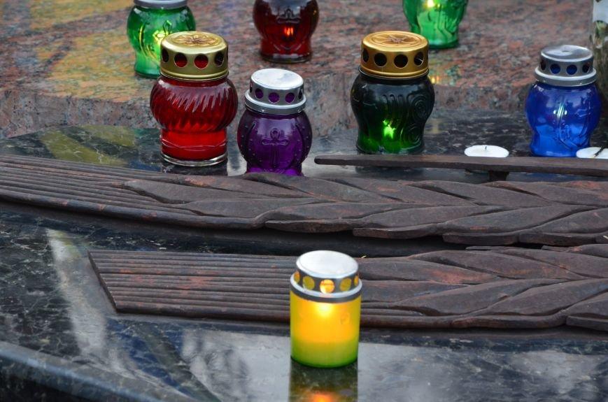 В Мариуполе почтили память жертв голодомора (ФОТОРЕПОРТАЖ+ВИДЕО), фото-3