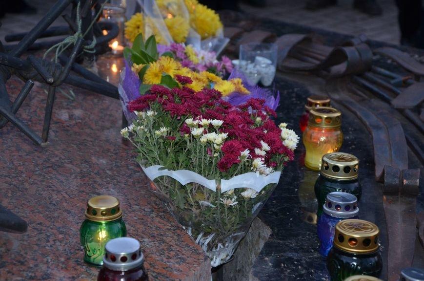 В Мариуполе почтили память жертв голодомора (ФОТОРЕПОРТАЖ+ВИДЕО), фото-28