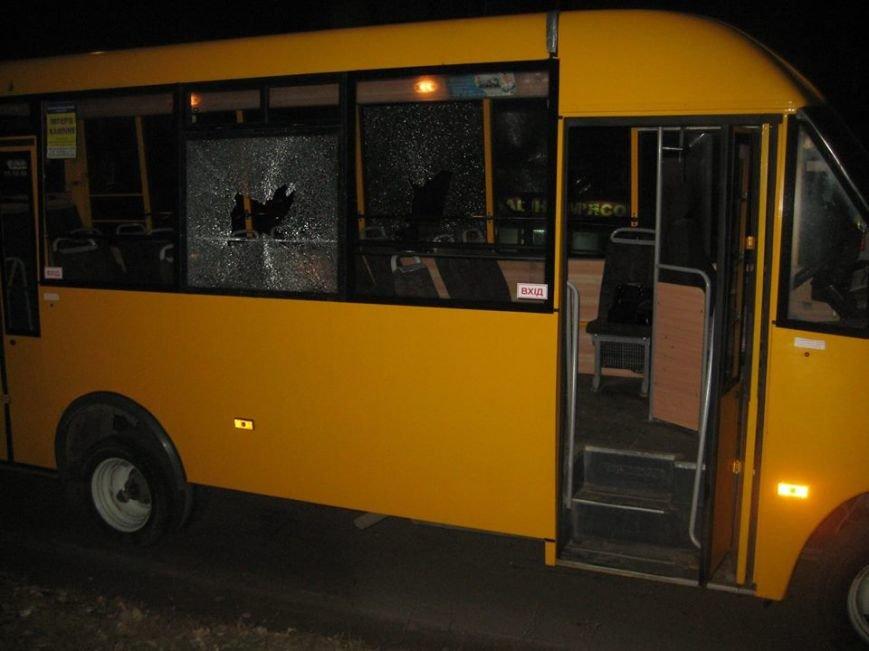 В Сумах неизвестные «стреляли» по маршрутке? Разбито два стекла, фото-4