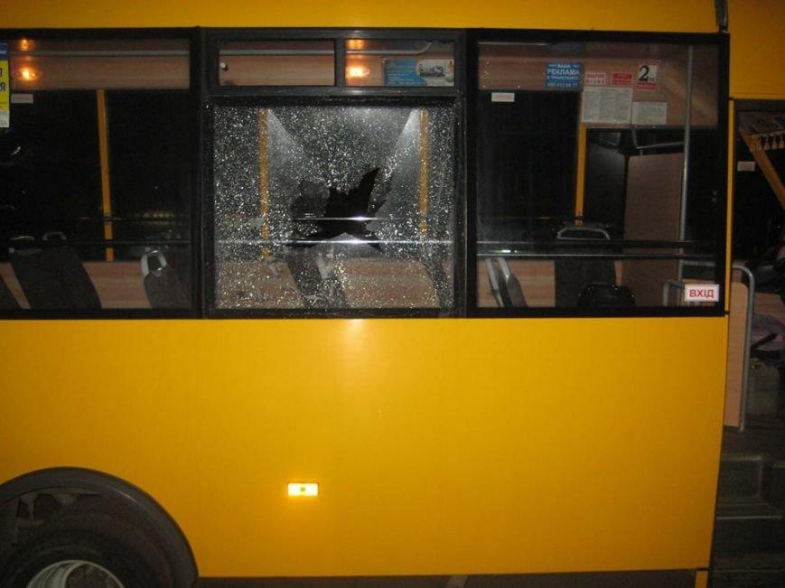 В Сумах неизвестные «стреляли» по маршрутке? Разбито два стекла, фото-3