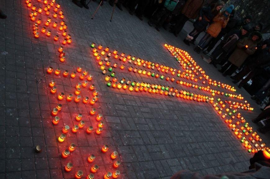 Сумчане выложили крест из свечей, и прошлись маршем в память жертв Голодомора (ФОТО), фото-11