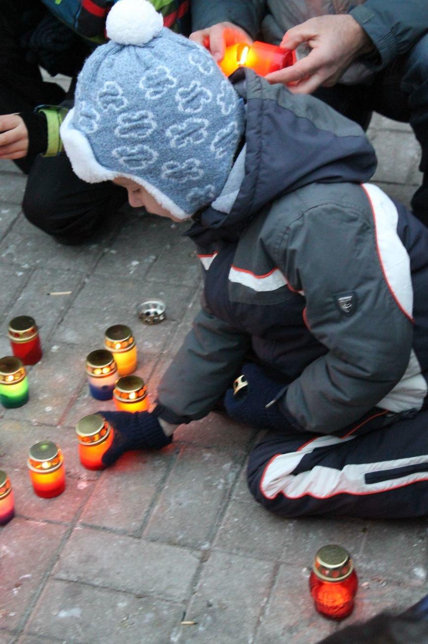 Сумчане выложили крест из свечей, и прошлись маршем в память жертв Голодомора (ФОТО), фото-3