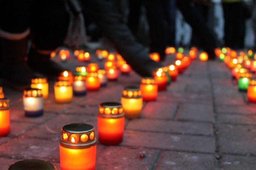 Сумчане выложили крест из свечей, и прошлись маршем в память жертв Голодомора (ФОТО), фото-4