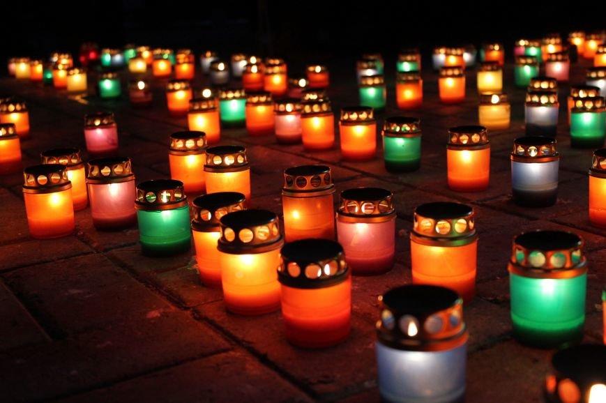 Сумчане выложили крест из свечей, и прошлись маршем в память жертв Голодомора (ФОТО), фото-12
