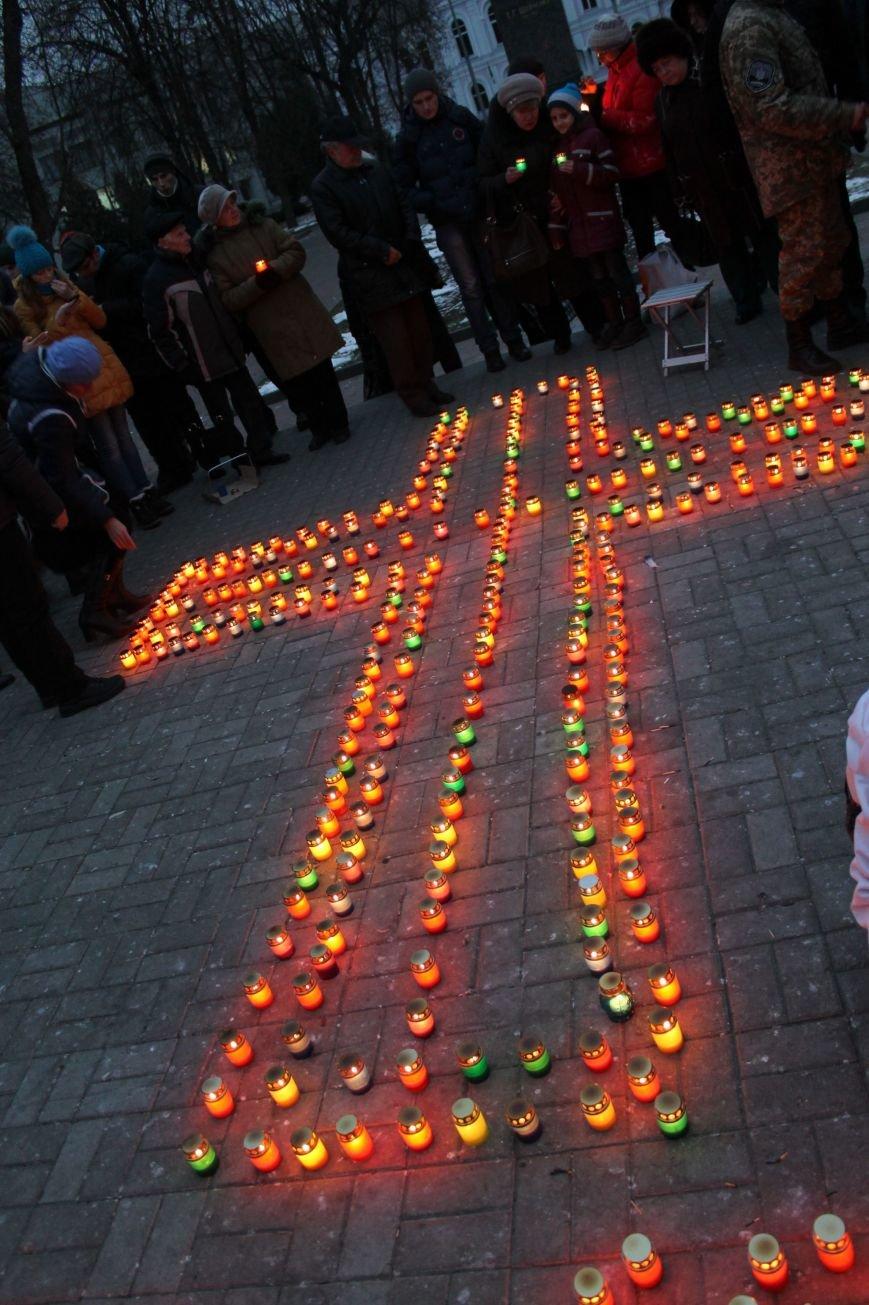 Сумчане выложили крест из свечей, и прошлись маршем в память жертв Голодомора (ФОТО), фото-9
