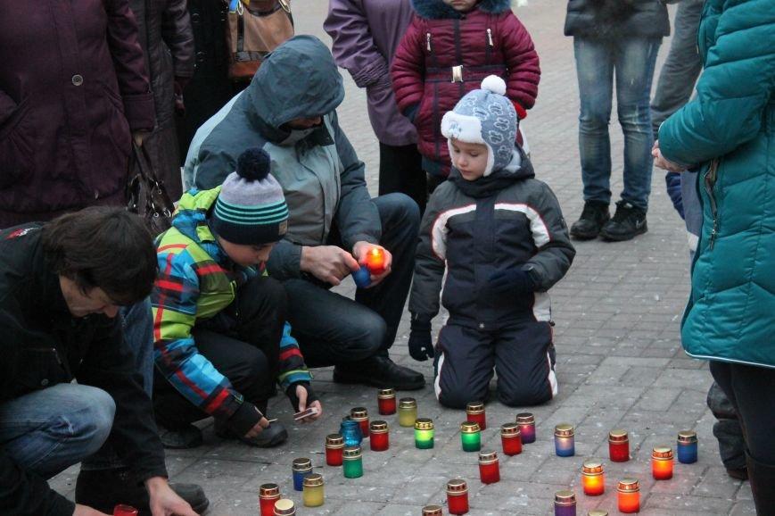 Сумчане выложили крест из свечей, и прошлись маршем в память жертв Голодомора (ФОТО), фото-1