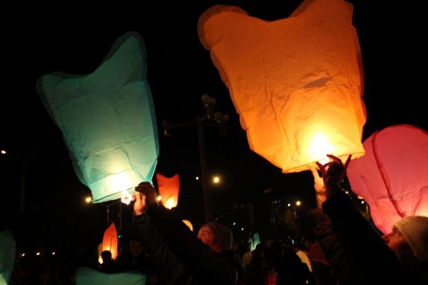 В Сумах  в честь Небесной Сотни запустили 100 фонариков (ФОТО+ВИДЕО), фото-6