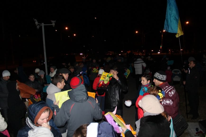 В Сумах  в честь Небесной Сотни запустили 100 фонариков (ФОТО+ВИДЕО), фото-2