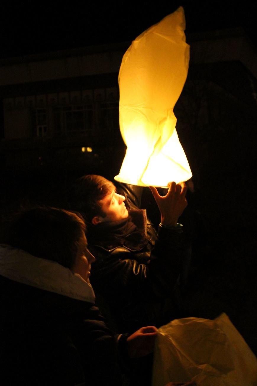 В Сумах  в честь Небесной Сотни запустили 100 фонариков (ФОТО+ВИДЕО), фото-3