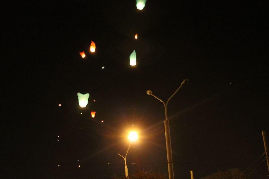 В Сумах  в честь Небесной Сотни запустили 100 фонариков (ФОТО+ВИДЕО), фото-8