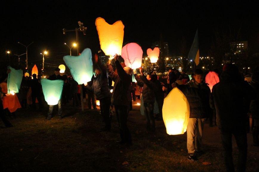 В Сумах  в честь Небесной Сотни запустили 100 фонариков (ФОТО+ВИДЕО), фото-5