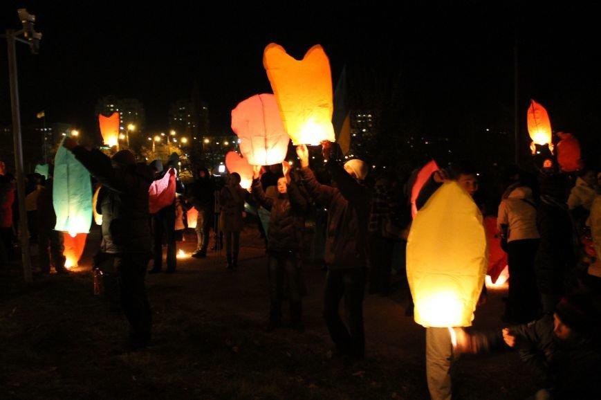 В Сумах  в честь Небесной Сотни запустили 100 фонариков (ФОТО+ВИДЕО), фото-4