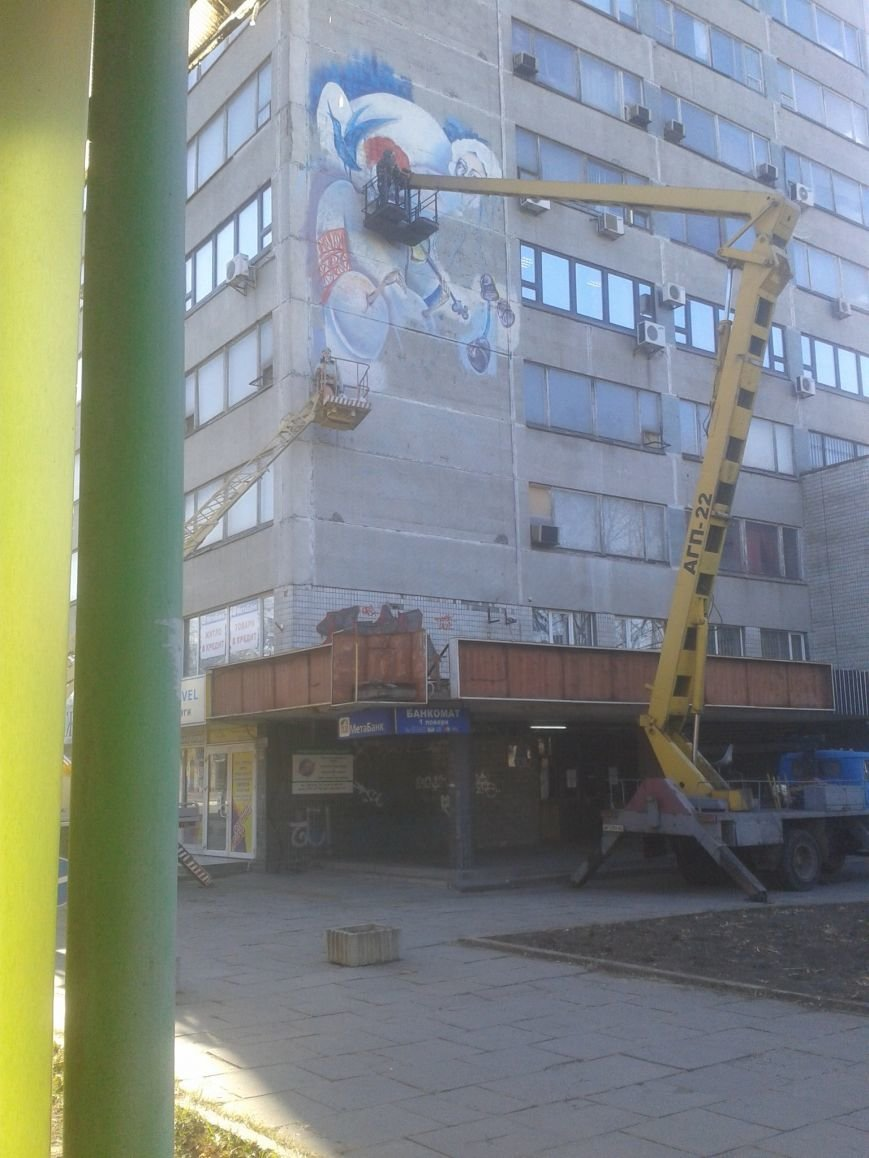 ФОТОФАКТ: В Запорожье здание на проспекте украсили рисунком, фото-1
