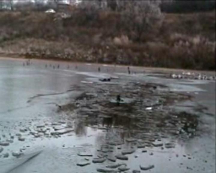 На Сумщине 2 человека погибли,  провалившись на первом льду (ФОТО), фото-3