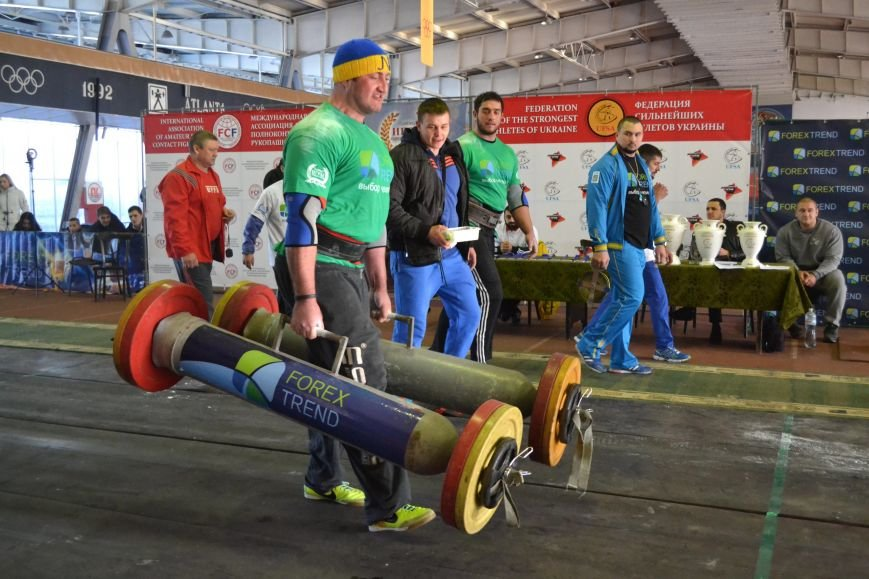 В Запорожье на суперфинале богатыри таскали железо и автомобильные колеса (ФОТО), фото-1