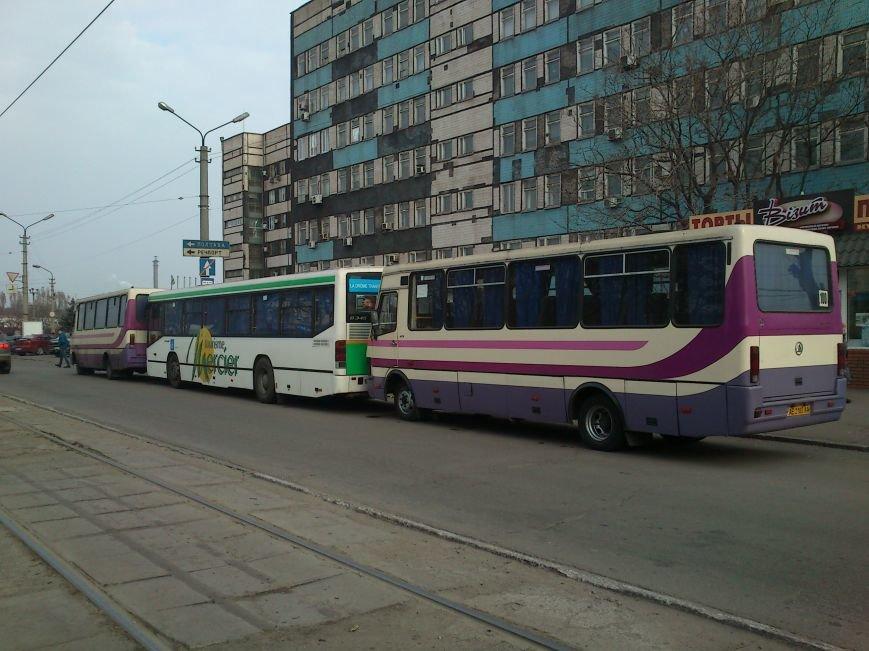В Днепродзержинске продолжается силовая блокировка нового маршрута на Днепропетровск, фото-2