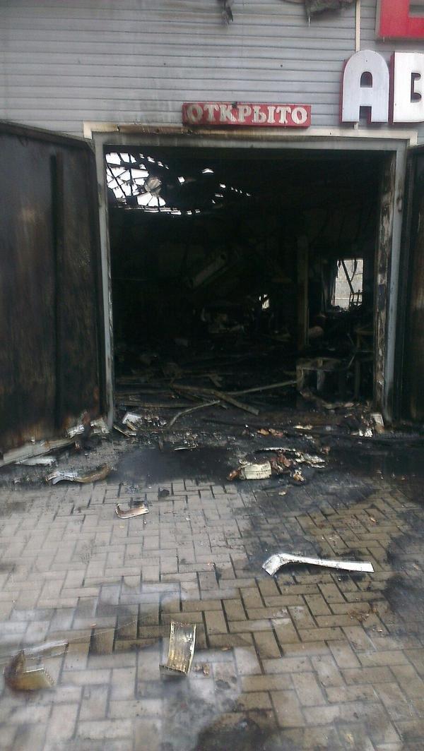 В Донецке  снаряд попал в маршрутку - погибло двое человек (ФОТО), фото-1