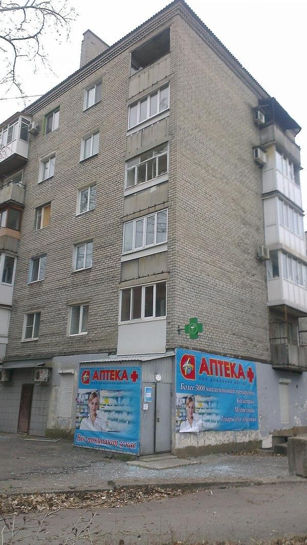 В Донецке  снаряд попал в маршрутку - погибло двое человек (ФОТО), фото-2