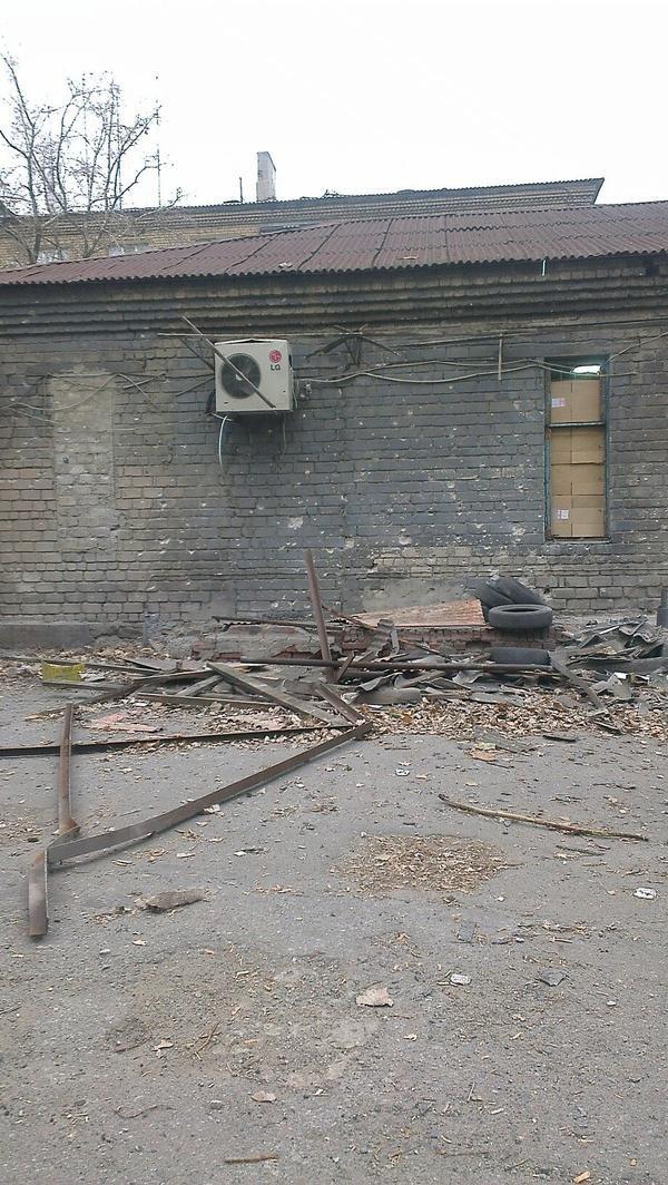 В Донецке  снаряд попал в маршрутку - погибло двое человек (ФОТО), фото-3