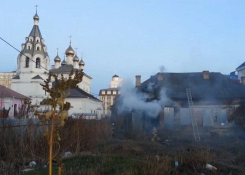 В Белгороде снова горела заброшенная канцелярия мирового судьи Курчанинова (фото) - фото 1