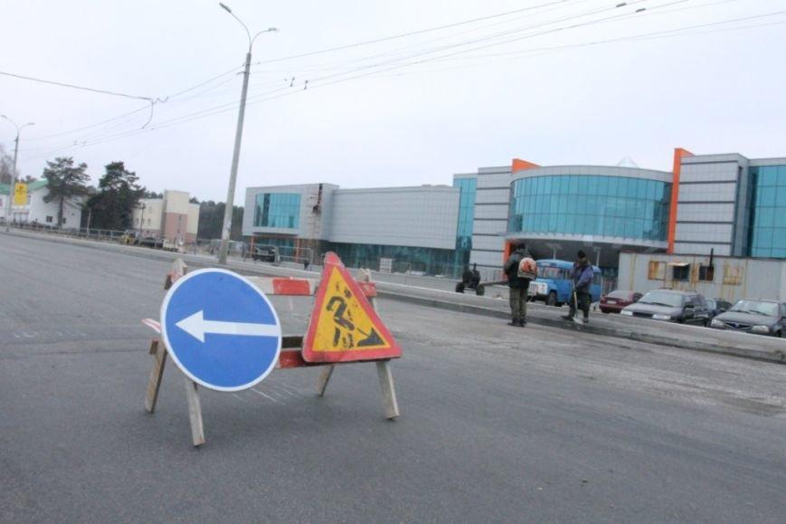 В Чернигове принялись доделывать дорогу возле «ВЕНЫ», фото-14