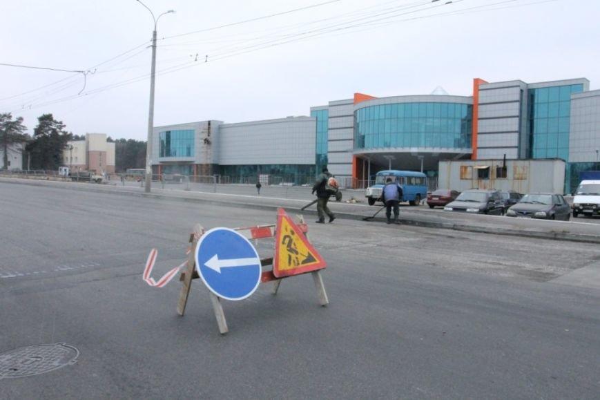 В Чернигове принялись доделывать дорогу возле «ВЕНЫ», фото-13