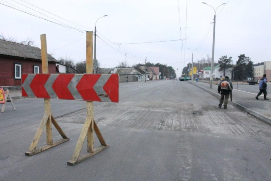 В Чернигове принялись доделывать дорогу возле «ВЕНЫ», фото-15